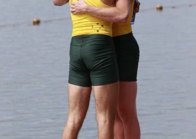 Hargreaves and Wheatley hug it out on the pontonn